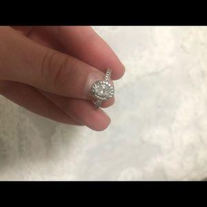 Oval pandora ring